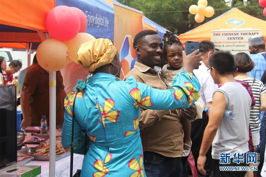 尼日利亚春节庙会年味浓 吸引当地民众和在尼华侨华人