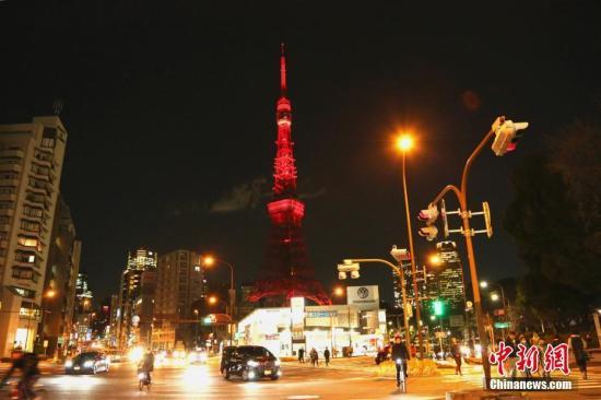 "2月4日晚,日本著名地标性建筑东京塔首次点亮""中国红""。<a target='_blank' href='http://www.chinanews.com/'><p  align="