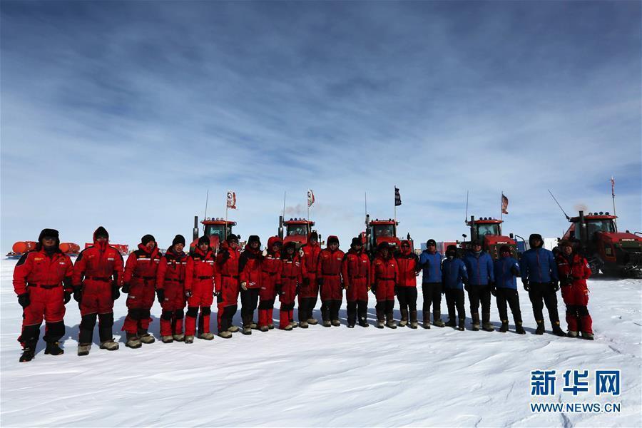 """有一种过年 叫在南极冰盖上""""狂奔"""""""