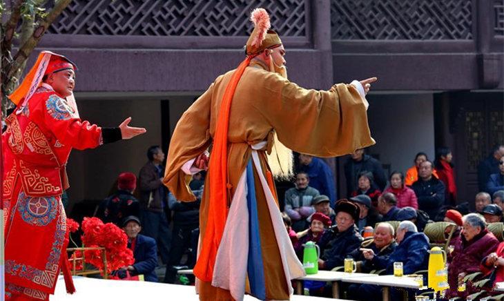 四川遂宁:惠民演出陪伴市民过大年
