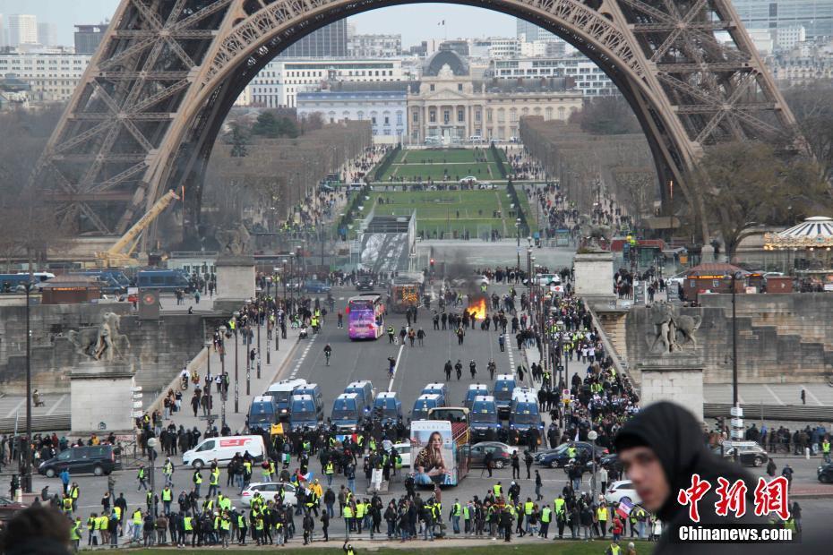 巴黎遭遇第13轮示威 暴力事件再现
