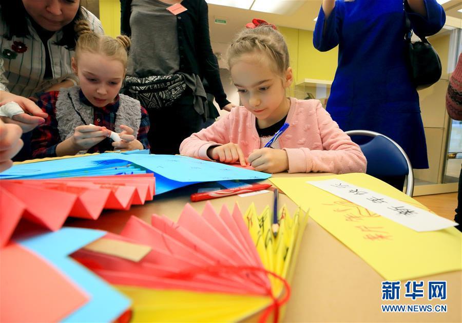 (国际·图文互动)(4)白俄罗斯国家美术馆里的中国年