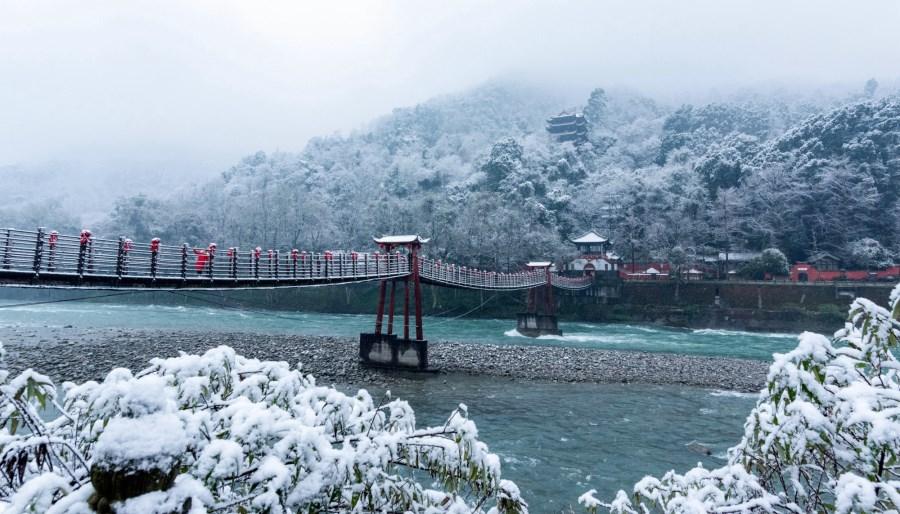 瑞雪中的安澜索桥
