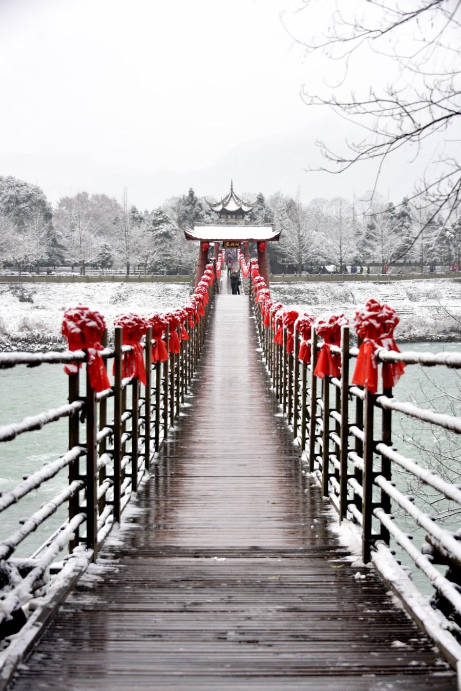 安澜索桥降瑞雪