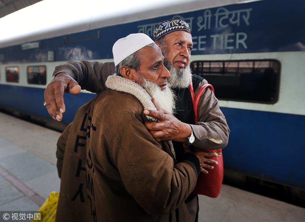 """印巴""""友谊快车""""恢复运营 首趟至新德里列车抵达"""