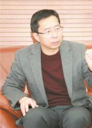 旅法政治学者、复旦大学中国研究院研究员、上海春秋研究院研究员。 主要研究领域为东西方政治制度对比、国际关系(含两岸关系)。多次观摩美国、法国、意大利以及中国台湾的大选。  著有《中国能赢》系列1、2、3。《民主的真相》红旗出版社出版。《变局:从中国崛起看西方民主的没落》,台湾福隆出版社。4.《为什么看好中国》,《好制度,坏制度》,东方出版社  文章多发表于《求是》、《红旗文稿》、《中央党校党政干部论坛》、《上海社科报》、BBC中文网等国内外媒体。