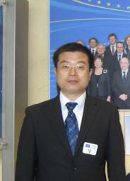 中国社会科学院欧洲研究所研究员、中东欧研究室主任,中国—中东欧国家智库交流与合作网络秘书长,国家社科基金同行评议专家。 目前还担任中国公共外交协会专家委员会委员、国务院发展研究中心特约研究员、中国国际问题研究基金会研究员、北京外国语大学区域与全球发展研究院研究员、清华大学中欧关系研究中心研究员等。 刘作奎曾是德国曼海姆大学(2007)、日本青山学院大学(2009)、波兰国际事务研究所(2015)和拉脱维亚国际事务研究所(2016)访问学者,也是目前为止中国为数不多的遍访中东欧16个国家的学者。