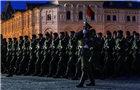 俄举行阅兵式夜间彩排
