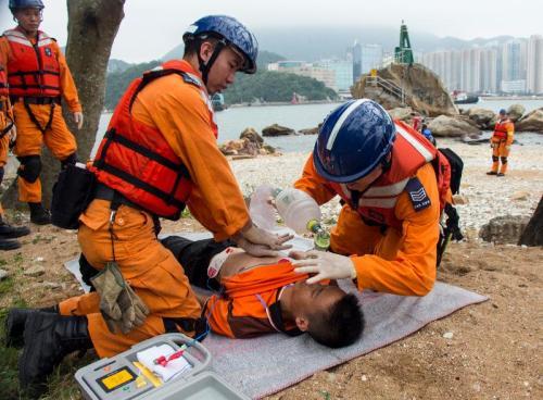 香港民安队演习2天:模拟台风袭港等救援行动