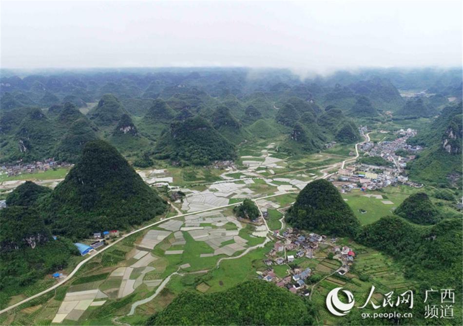 广西柳州市融安县:雨后山村美如画