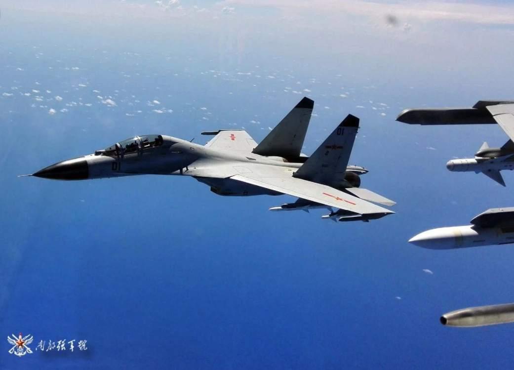 南部战区歼-11B战机发射导弹画面罕见曝光