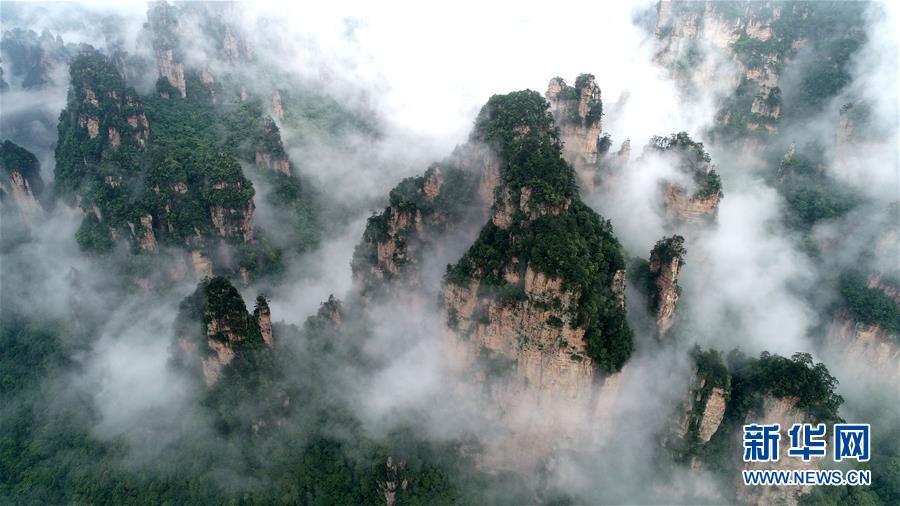 湖南:雨后的张家界武陵源风景区云雾缭绕