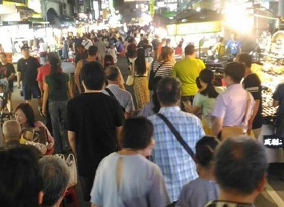 韩国瑜拼经济六合夜市人没增加?高雄网友一张图爆真相