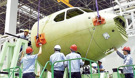 """""""新舟""""700飞机 首个大部件总装下线"""