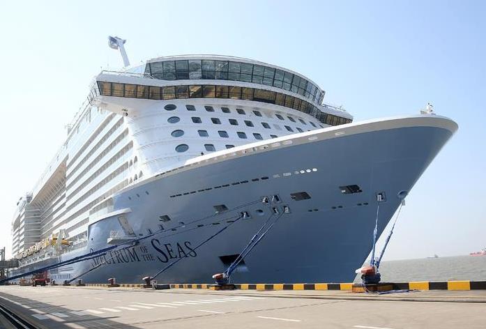 """""""海洋光谱号""""邮轮抵达上海"""