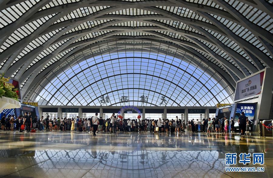 新华网:铁路迎来端午小长假返程客流高峰
