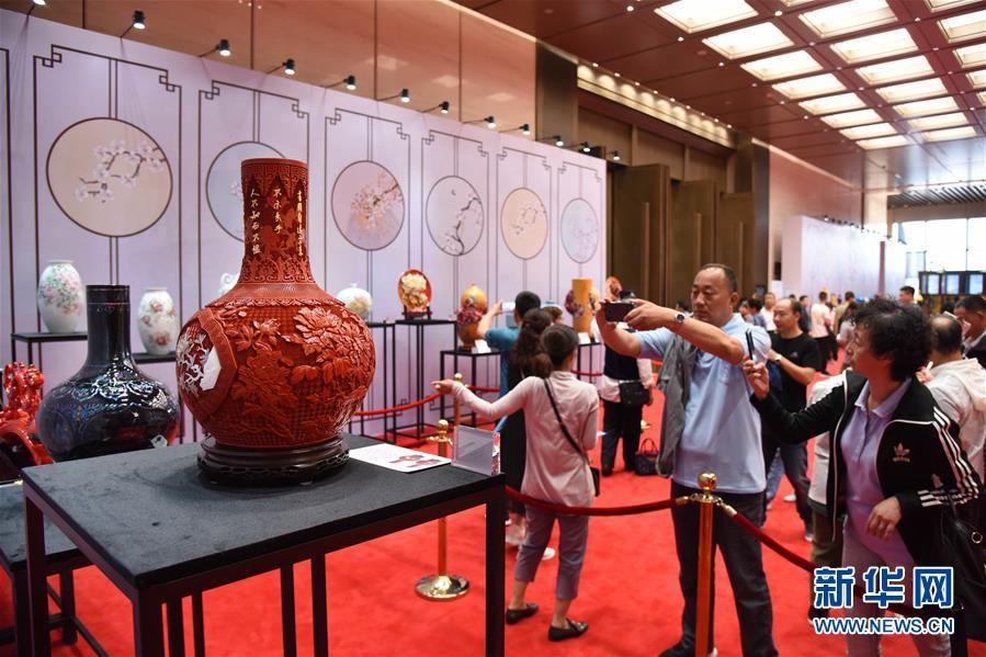 青岛:6月9日举行上合峰会国礼精品艺术展