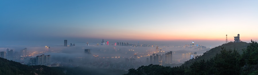 航拍青岛城市风光 平流雾下风景美