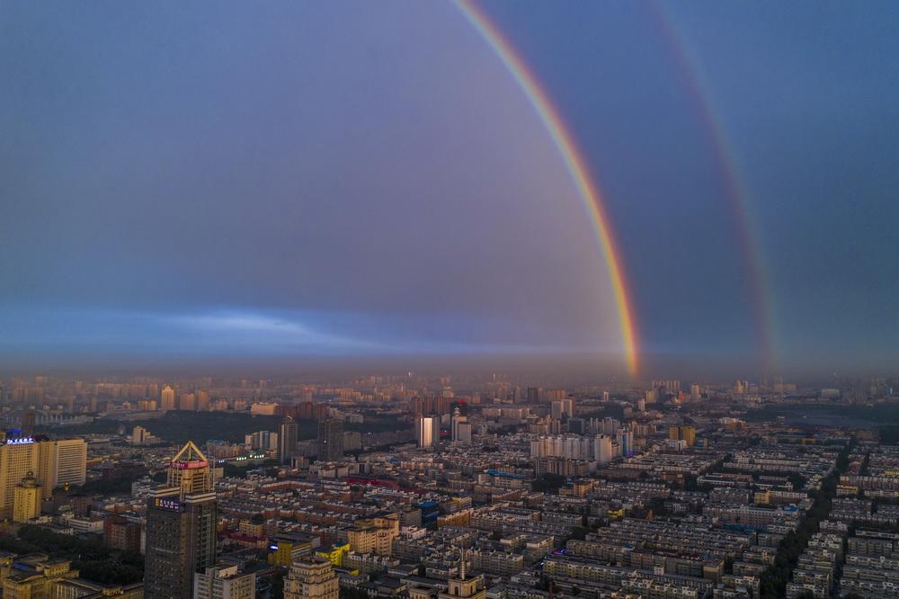 吉林长春雨后出现双彩虹奇景