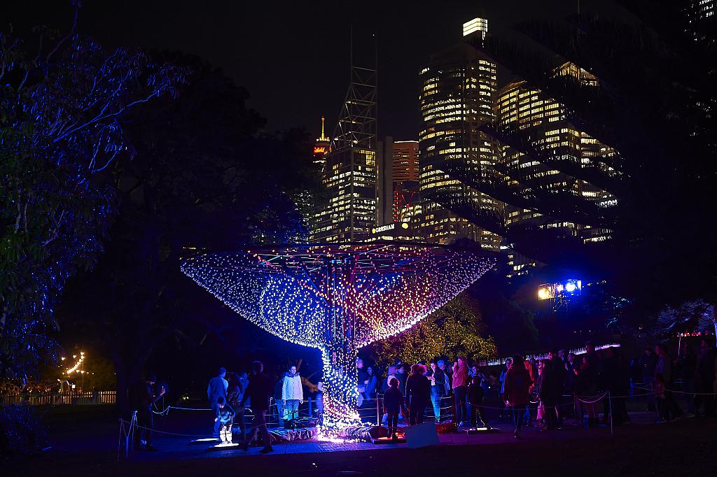 缤纷悉尼灯光音乐节持续进行 引大批民众观赏热闹非凡
