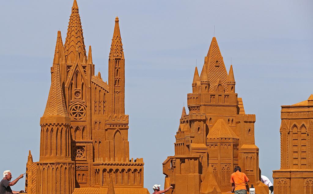 """比利时举办主题沙雕节 艺术家打造逼真""""城堡"""""""