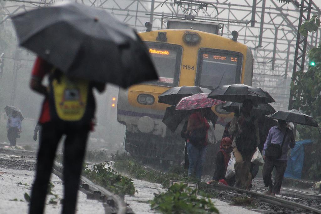 印度遭暴雨袭击 政府建议居民不要外出