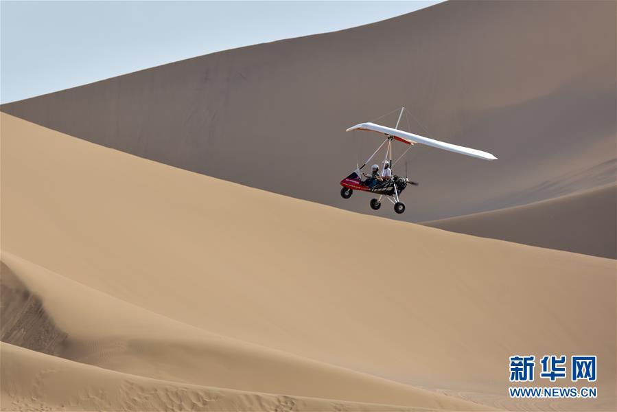 新疆:沙漠旅游迎来黄金季