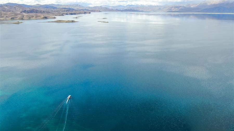 鸟瞰神奇班公湖