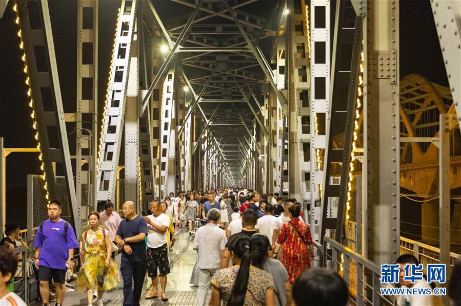 """百年""""老江桥""""成哈尔滨市旅游""""新名片"""""""