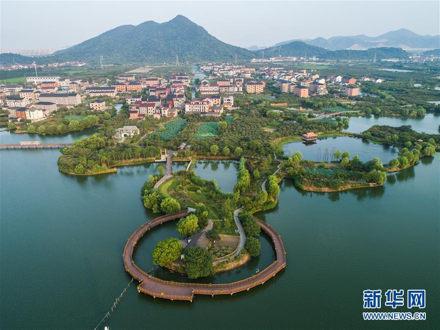 杭州塘栖:水上景观栈道扮靓江南水乡古镇
