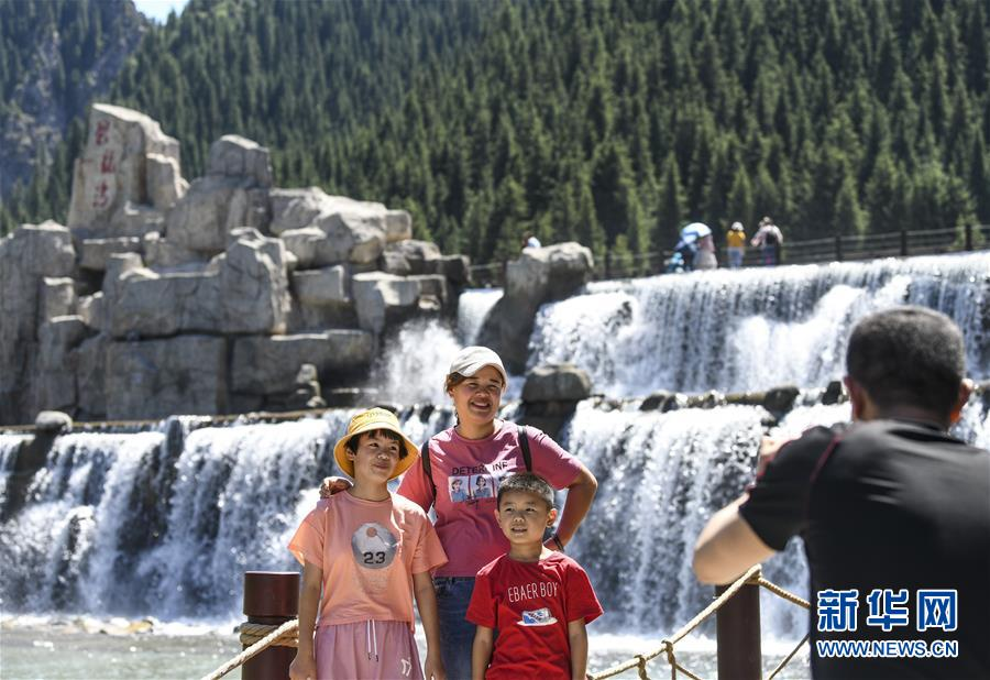 乌鲁木齐:天山大峡谷迎客来