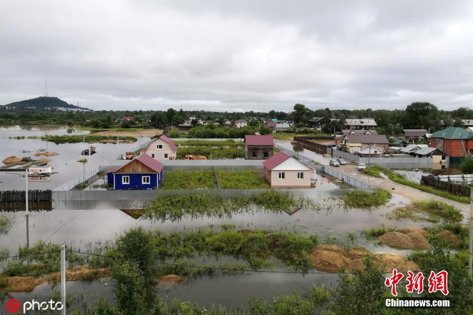 俄罗斯远东地区暴雨成灾 大片房屋被淹