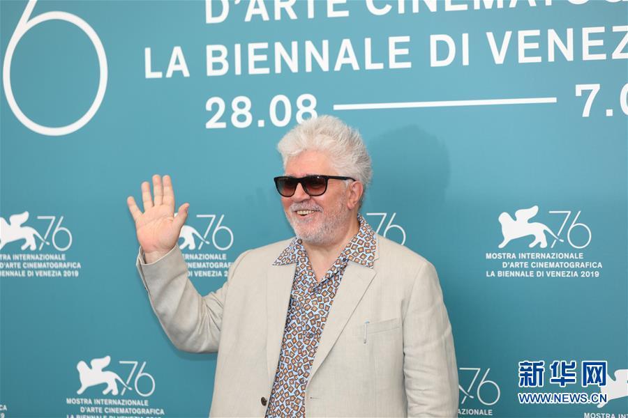西班牙导演佩德罗·阿莫多瓦获得威尼斯电影节终身成就金狮奖