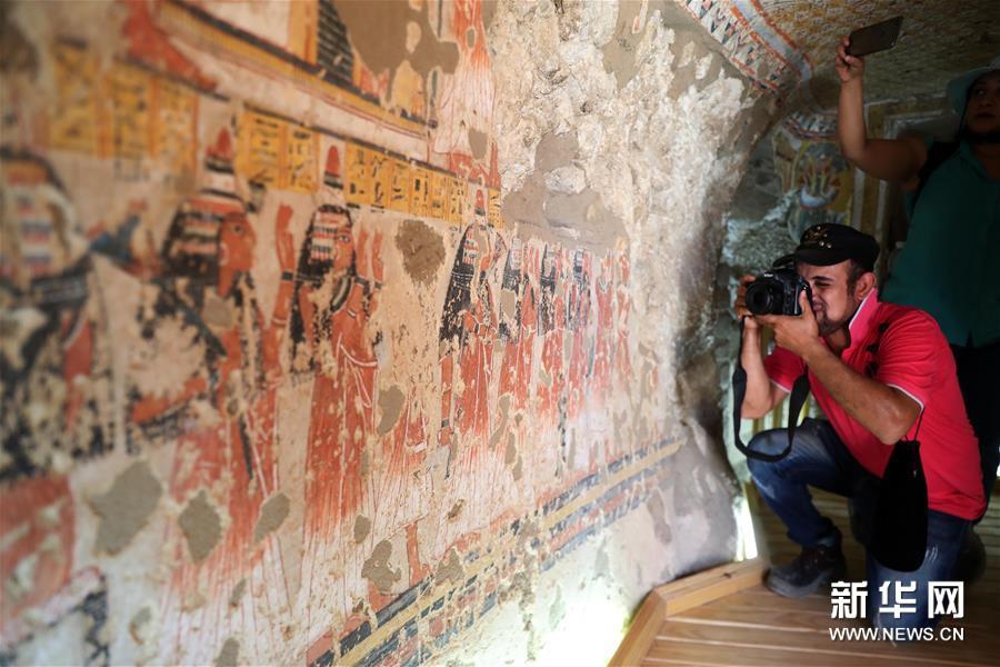 埃及两座3300年历史的古墓向游客开放