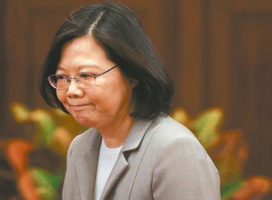 世新大学副校长问蔡英文:论文为何不给大家拜读?