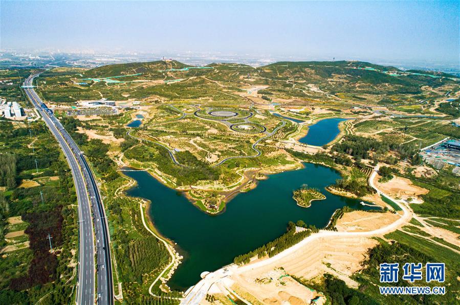 废弃矿山变身生态公园