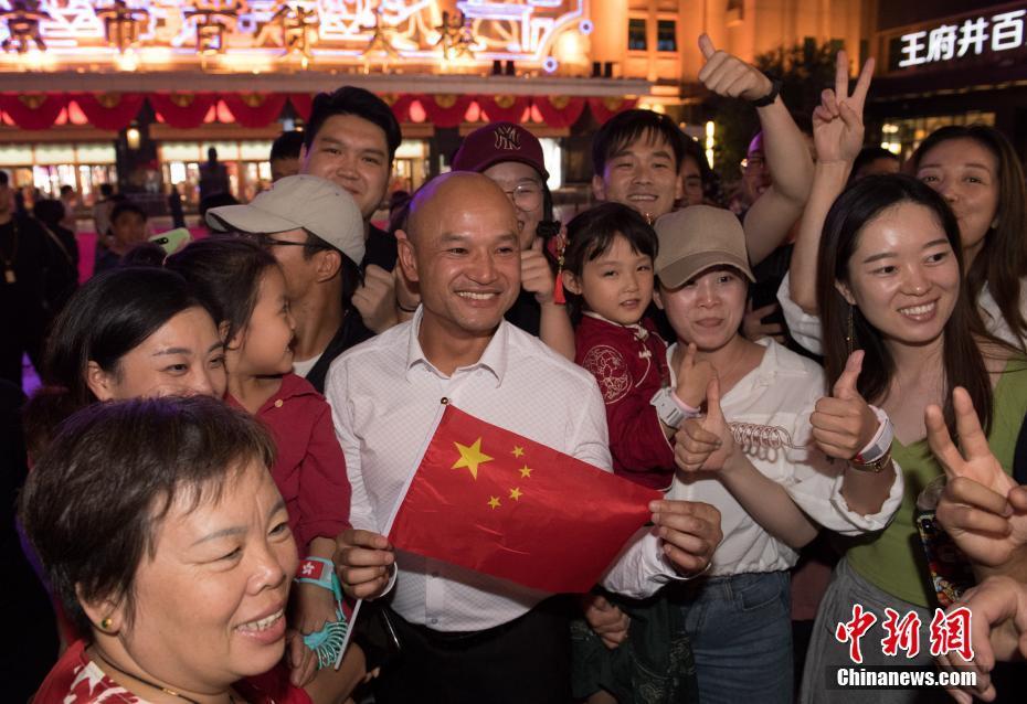 香港警队代表游览北京王府井