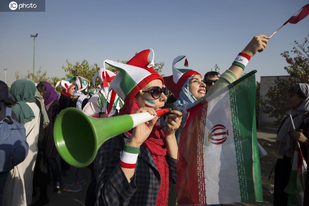 40年来首次!伊朗女性进入德黑兰球场看球