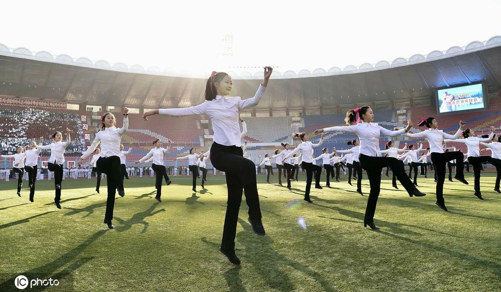 朝鲜举行体育节活动 娱乐业人士齐聚一堂大联欢