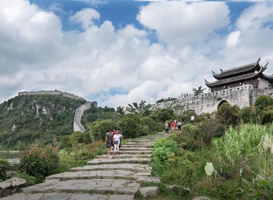 香港青少年走进贵州 感受中华民族多元文化的魅力