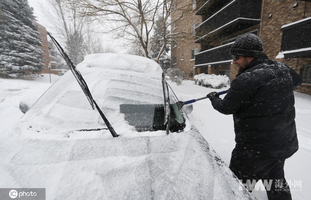美国遭暴风雪猛烈袭击 民众:回不了家过感恩节了