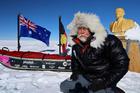 男子踏上南极洲