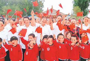 【中国脱贫传奇⑧】这个村的笑脸墙又要换了