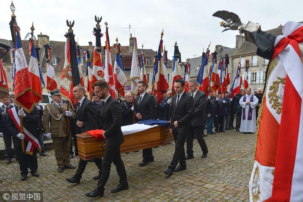 波兰二战老兵在法国去世 葬礼隆重举行