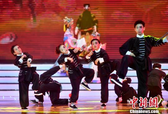 创意街舞表演《京舞精神》。 吕明 摄