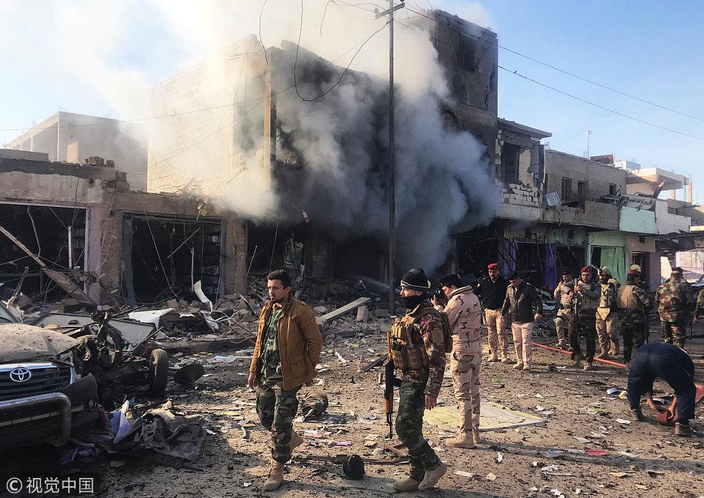 伊拉克边境城镇遭汽车炸弹袭击 现场浓烟滚滚