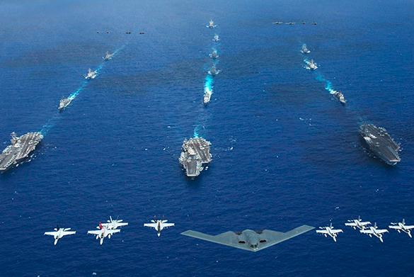 航母是美国海外干预的急先锋。 航母时代终结论为时过早 作为世界上最大的海权国家,美国在历史上拥有的航母数量最多,从二战至今共建造了150艘以上的航母,可谓是冠绝全球,在作战运用上也发挥了极大的效用。冷战期间,美国海军全力扩充航母数量,令过度迷信潜艇的前苏联海军在古巴导弹危机中颜面大失;进入21世纪后,航母又成为美国对外军事干涉的急先锋,先后帮助美军推翻了塔利班和萨达姆政权历史事实表明,无论美国的军事战略如何变化,发展航母这一理念都不会有明显动摇。 目前,美国的航母无论从数量还是质量上来说,仍然