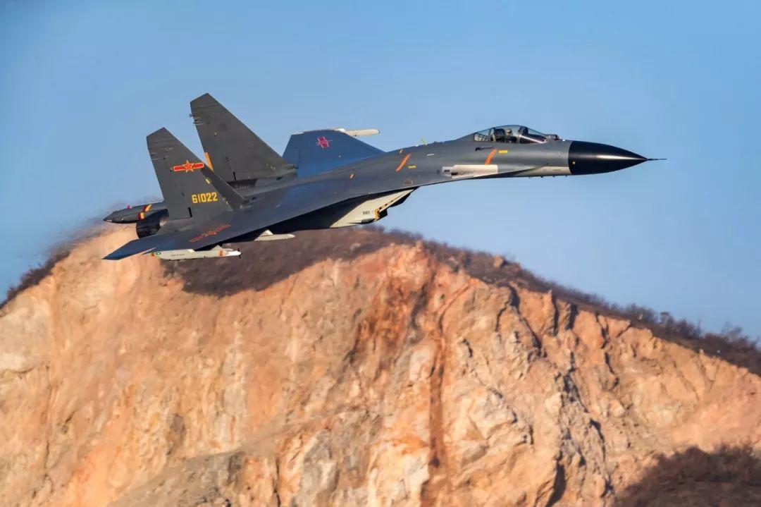 """场景震撼!中国空军也能这么""""玩"""""""