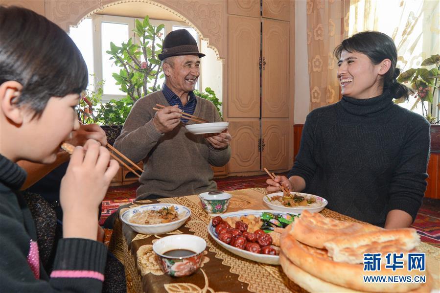 """(新春走基层·图文互动)(1)农家炕头细算""""脱贫账"""""""