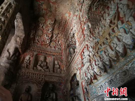 石窟规模宏大,雕刻艺术精湛,造像内容丰富,形象生动感人,堪称中国佛教艺术的巅峰之作。 杨杰英 摄